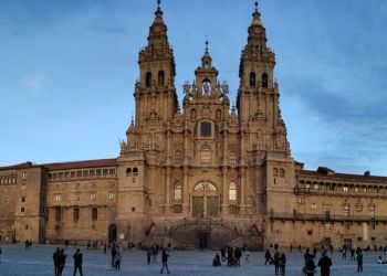Santiago de Compostela Historical Walking Tour with transportation from Vigo Port