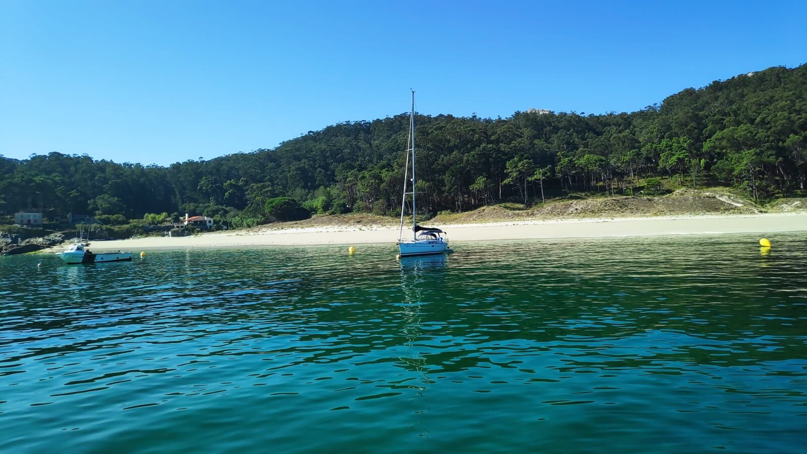 What to see and do in Northern Spain: top 6 ideas - 4. Cies Islands Sailing ¡