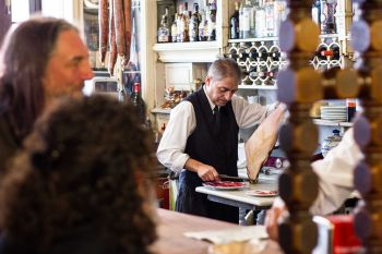 Exclusive Tapas and Wine Tour in Seville with a Food Expert