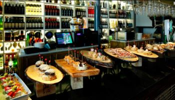 Private Pintxos (Traditional & Innovative) and Monumental Walking Tour in Bilbao