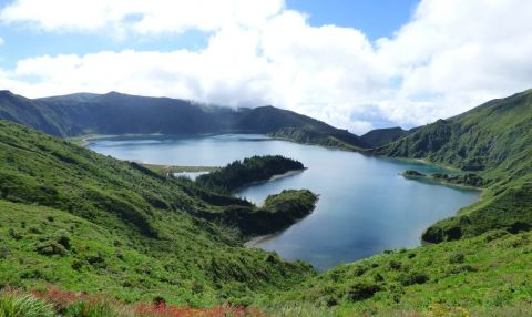 Lagoa do Fogo and Fabrica de Ceramica