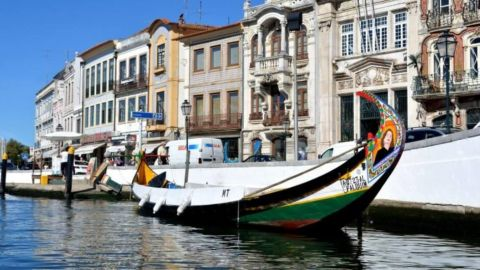 Excursion to Aveiro and Costa Nova from Porto