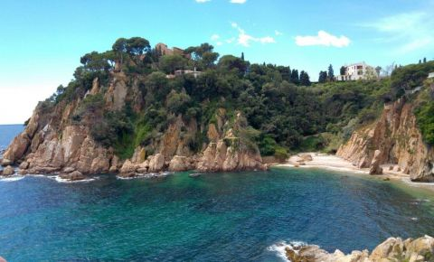 Private Full Day Excursion to Costa Brava & Girona