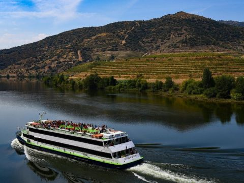 Douro River Cruise from Porto to Pinhao & back to Porto by bus (Upstream)