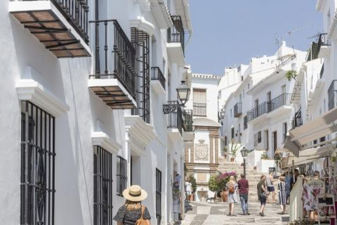 Full-Day Coach Tour to Nerja and Frigiliana from Costa del Sol