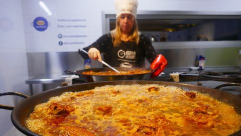 Small Group Paella Cooking Class in Valencia