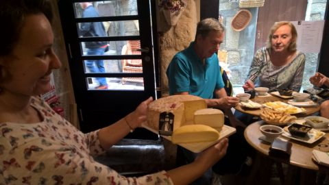 Traditional Tapas and Wine Tour in Vigo´s Old Quarter with a Food Expert