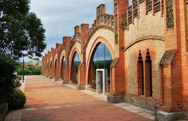 VIP Wine Tour in Penedes and Sitges Costal Village