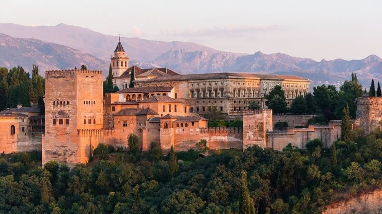 Granada, Alhambra and Generalife Walking Tour from Malaga