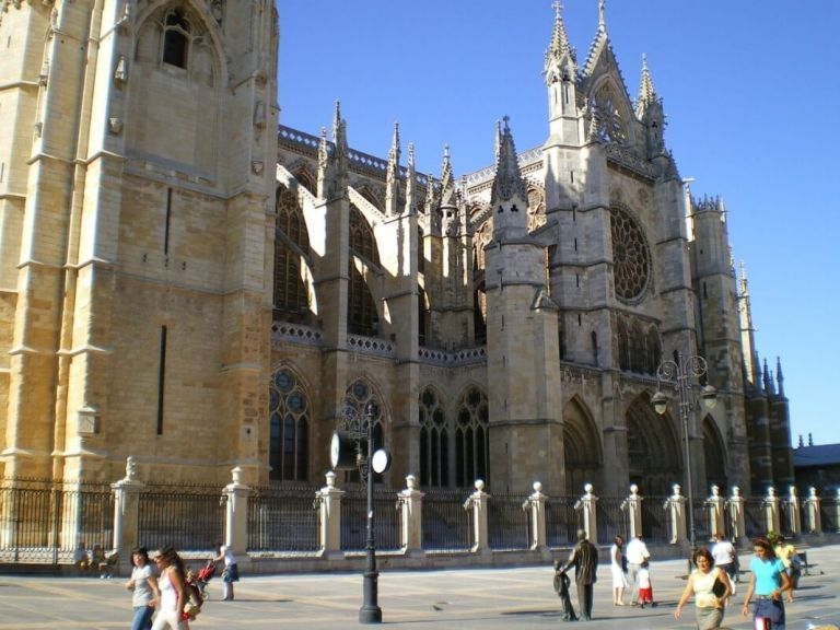 Customized Tour of Leon and Burgos from Madrid