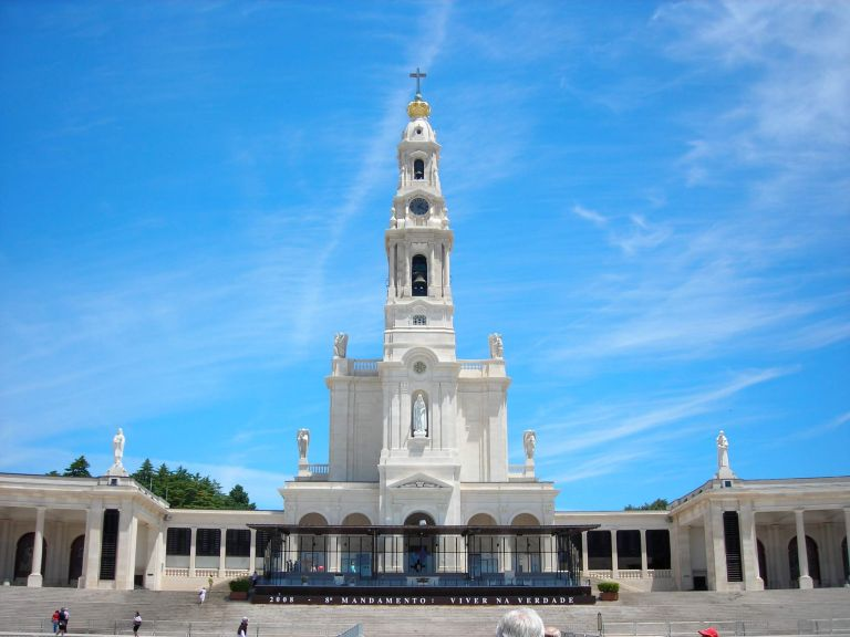 Private Excursion to Fatima, Batalha, Nazare and Obidos from Lisbon