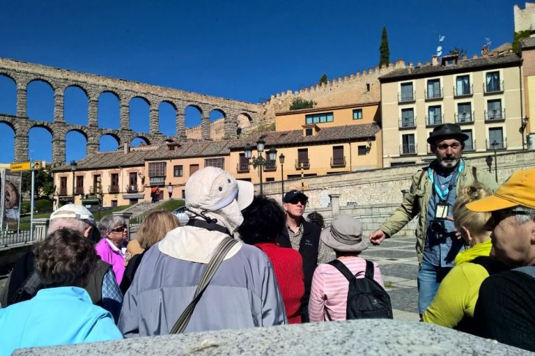 Segovia Roman Aqueduct and Alcazar Walking Tour